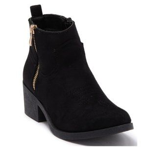 Wanted women's faux suede ankle boots with a side zip size 10